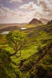 Сценарный взгляд гор Quiraing в острове Skye, шотландских гористых местностях Стоковое фото RF