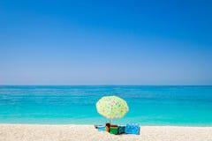 Сценарный взгляд зонтика пляжа и ландшафта океана Стоковое Фото