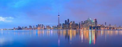 Сценарный взгляд на горизонте портового района города Торонто Стоковое Фото