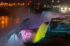 Сценарный взгляд Ниагарский Водопад ночи в Нью-Йорке США Стоковое Изображение RF