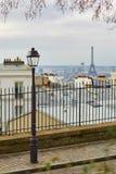 Сценарный взгляд парижских крыш и Эйфелевой башни от Montmartre Стоковая Фотография RF