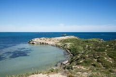 Сценарный взгляд полуострова острова пингвина в Rockingham Стоковые Изображения RF