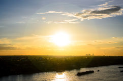 Сценарный взгляд предпосылки захода солнца стоковое фото rf