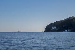 Сценарный взгляд пляжа Portinho da Arrabida в Setubal, Португалии Стоковые Фото
