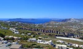 Сценарный взгляд Santorini и кальдеры Стоковая Фотография RF