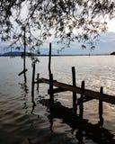 Сценарный вид на озеро стоковое изображение rf