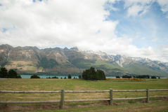 Сценарный вид на озеро Wakatipu, дорога Glenorchy Queenstown, южный остров, Новая Зеландия Стоковое Изображение RF