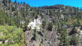 Сценарный вид с воздуха геологохимических форм в вулканическом ландшафте (moonscape) в Тенерифе, Испании акции видеоматериалы