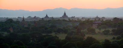 Сценарный восход солнца над Bagan в Мьянме Стоковые Изображения