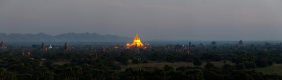 Сценарный восход солнца над Bagan в Мьянме Стоковая Фотография