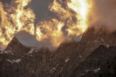 Сценарный высокогорный заход солнца Стоковые Фотографии RF