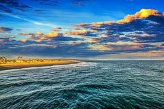 Сценарный заход солнца в пляже Ньюпорта Стоковые Изображения RF