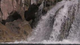 Сценарный конец водопада вверх сток-видео