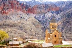 Сценарный монастырь Novarank в Армении Скит Noravank был основан в 1205 Оно расположено 122 km от Еревана в узком ущелье стоковая фотография rf