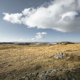 Сценарный остров Ynys Llandwyn приливный в северном Уэльсе стоковые изображения