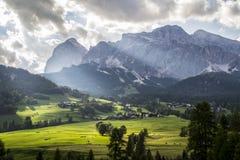 Сценарный Cortina DÂ'ampezzo Италия горного вида Стоковая Фотография