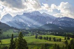 Сценарный Cortina DÂ'ampezzo Италия горного вида Стоковое Изображение RF