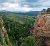 Сценарный gorge в городке Ronda, Andalusia, Испании Стоковое Изображение