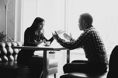 Сцена в кафе - соедините конфликт споря во время обеда Стоковые Фото