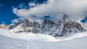 Сцена горной цепи зимы Стоковые Изображения RF