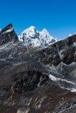 Сцена горной цепи осмотренная от пропуска Renjo в Гималаи Стоковая Фотография