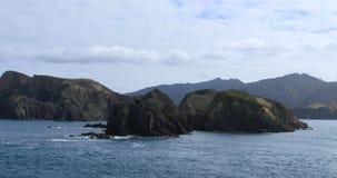 Сцена горы от пролива повара, Новой Зеландии 4K видеоматериал