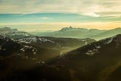 Сцена горы с тенями отливки света солнца Стоковое Изображение RF