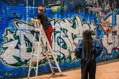 Сцена граффити anf художников граффити Боготы, bogota, Cundinamarca, Колумбия стоковые фото