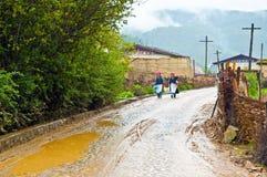 Сцена деревни тибетского плато стоковые изображения rf