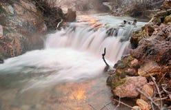 Сцена зимы с рекой в долине Tuhinj, Slolvenia Стоковое Изображение RF
