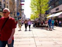 Сцена идя улицы в вене стоковые фотографии rf