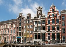 Сцена канала с велосипеды и традиционные голландские дома в Амстердаме Нидерланды стоковая фотография rf