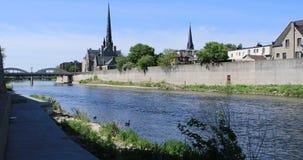 Сцена Кембриджа, Канады на большом реке 4K сток-видео