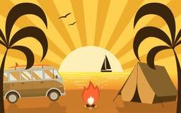 Сцена кемпинга пляжа лета с шатром жилого фургона и туриста Стоковое Изображение RF