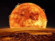 Сцена космоса чужеземца солнца и планета отделывают поверхность Стоковые Фотографии RF