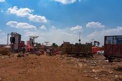 Сцена музыки после партии события пива Камбоджи, scatter отброса вокруг зоны стоковая фотография