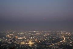 Сцена наступления ночи на городе Стоковые Изображения