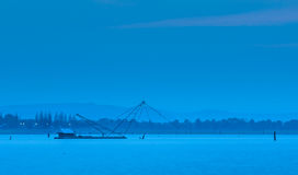 Сцена наступления ночи на озере Стоковое Изображение