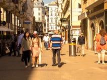 Сцена на пешеходной улице в вене стоковая фотография rf