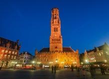 Сцена ночи башни Бельфора колокольни Брюгге стоковая фотография rf