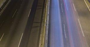 Сцена ночи городского движения Промежуток времени - влияние следа - долгая выдержка - 4K (05) акции видеоматериалы