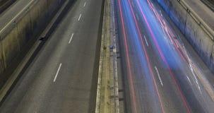 Сцена ночи городского движения Промежуток времени - влияние следа - долгая выдержка - 4K (10) видеоматериал
