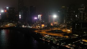 Сцена ночи Дубай городская с городом освещает, роскошный новый высокотехнологичный городок в запасе Ближний Востока Взгляд сверху сток-видео