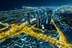 Сцена ночи Дубай городская с светами города, Стоковые Изображения RF