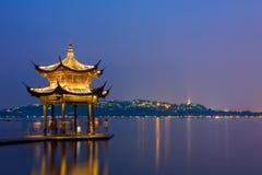 Сцена ночи западного озера в Ханчжоу стоковая фотография rf