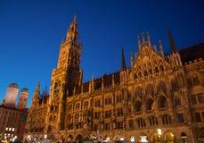 Сцена ночи здание муниципалитета Мюнхена (¼ MÃ nchen) Стоковые Изображения RF