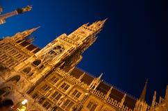 Сцена ночи здание муниципалитета Мюнхена (¼ MÃ nchen) стоковое изображение
