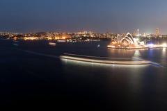 Сцена ночи оперного театра Сиднея Стоковое фото RF