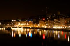 Сцена ночи реки Цюриха, перед центральной станцией Цюриха Стоковая Фотография