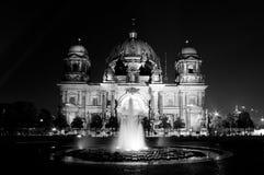 Сцена ночи собора Берлина в Германии Стоковое Изображение RF